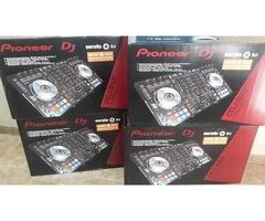 (2) PIONEER CDJ-2000 NXS2 + (1) PIONEER DJM-900 NXS2.