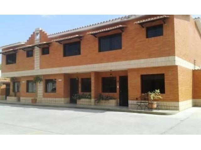 EN VENTA LINDO TOWN HOUSE 140 MTS 3 HAB 3 BAÑOS 2 PSTOS - 1/6