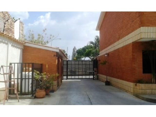 EN VENTA LINDO TOWN HOUSE 140 MTS 3 HAB 3 BAÑOS 2 PSTOS - 2/6
