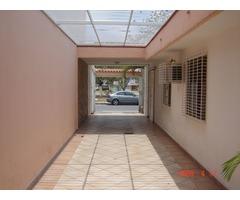 Vendo casa-Quinta frente Avenida Don Julio Centeno.