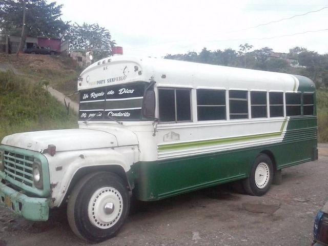 Vendo Autobús Ford Año 78 - 2/6