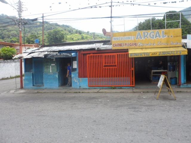 SKY GROUP VENDE Local Comercial en Tres Esquinas TRUJILLO - 4/5