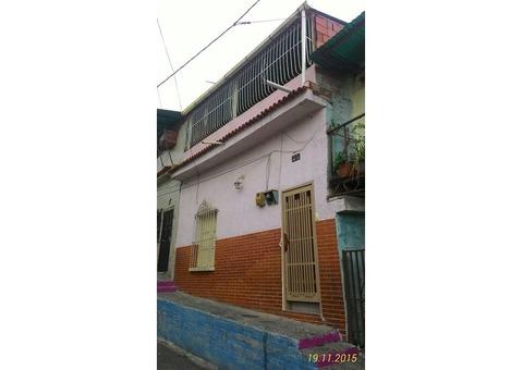 Casa en Ruperto Lugo Catia 1era Calle Tovar