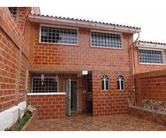 LINDA TOWN HOUSE EN EL CENTRO DE CARRIZAL