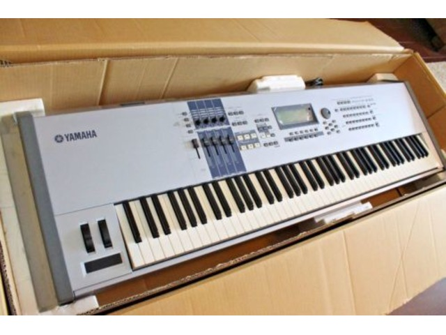Yamaha MOTIF ES8 Keyboard Synthesizer nuevo - 1/2